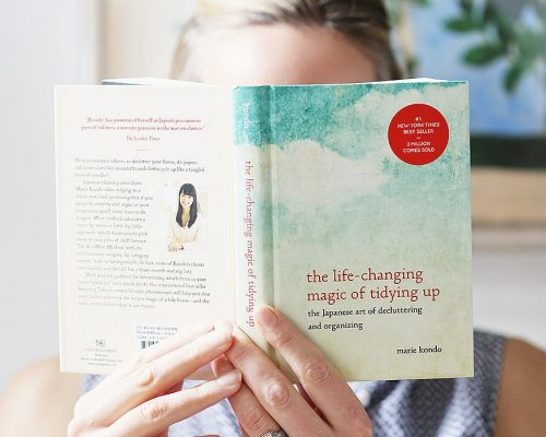 The Life-Changing Magic of Tidying Up : Phép màu từ việc dọn dẹp