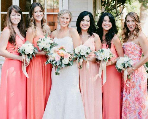 14 cách để kết hợp 'màu sắc của năm 2019' vào đám cưới của bạn